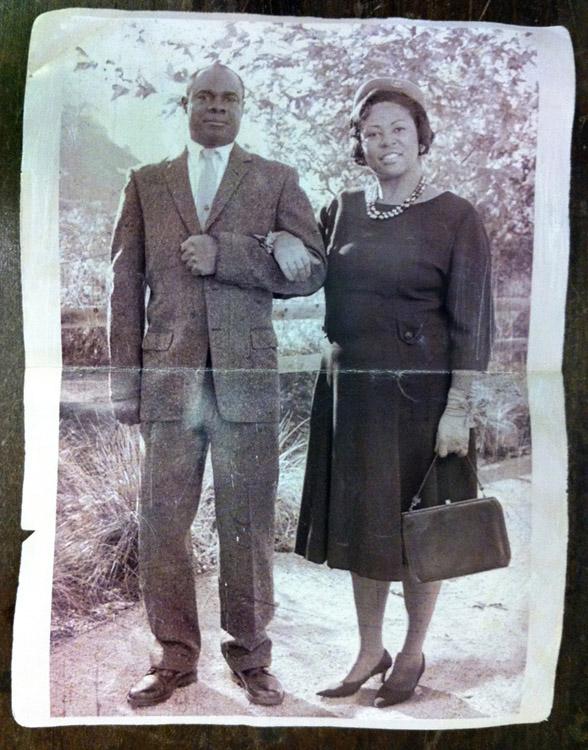Super 8 una foto del padre di Josh e della moglie Evelyn